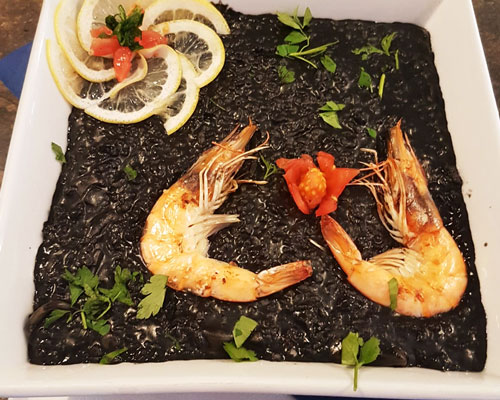 Arroz negro con chipirones y calamares