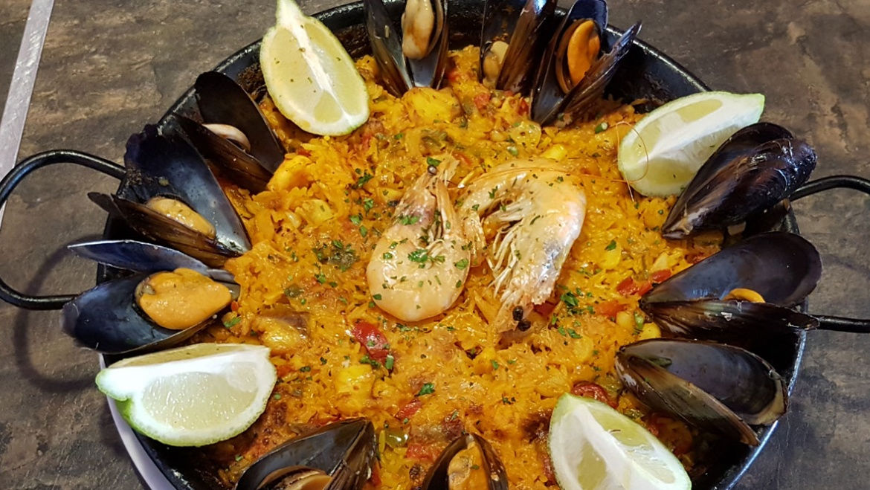 Seafood and fish paella