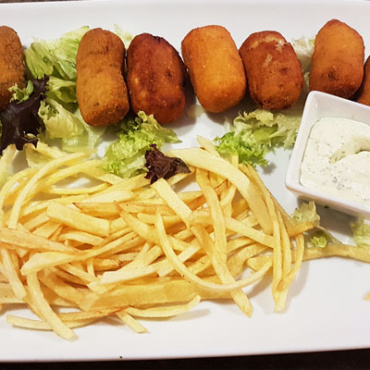 Varios home made croquettes with chips